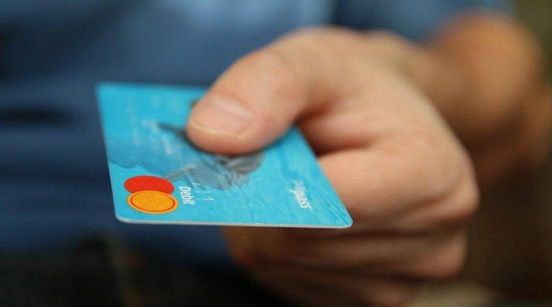 Zvažujete kreditní kartu? Poradíme, jak vybrat tu nejvýhodnější